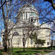 Rezső téri Magyarok Nagyasszonya Templom (Fotó: Farsang Péter - panoramio.com)