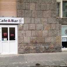 A Nem Adom Fel Cafe & Bar bejárata