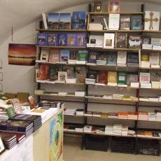 Két Hollós Könyvesbolt