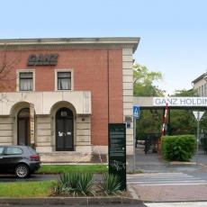 Autókárpitos műhely bejárata a Vajda Péter utca felől